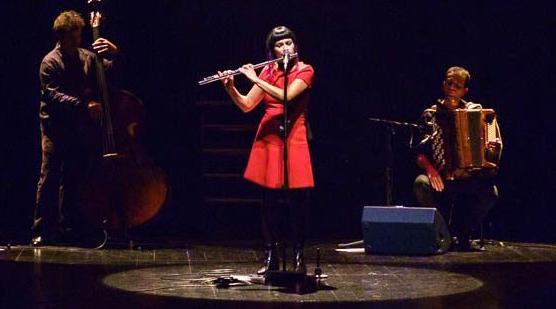 Viviane canta a Edith Piaf